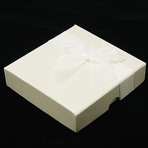 S259 - White square jewellery box with bow - with pad and lining