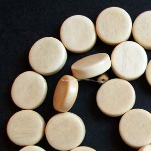 EWD15-W Exotic wooden beads, flat round - white wood